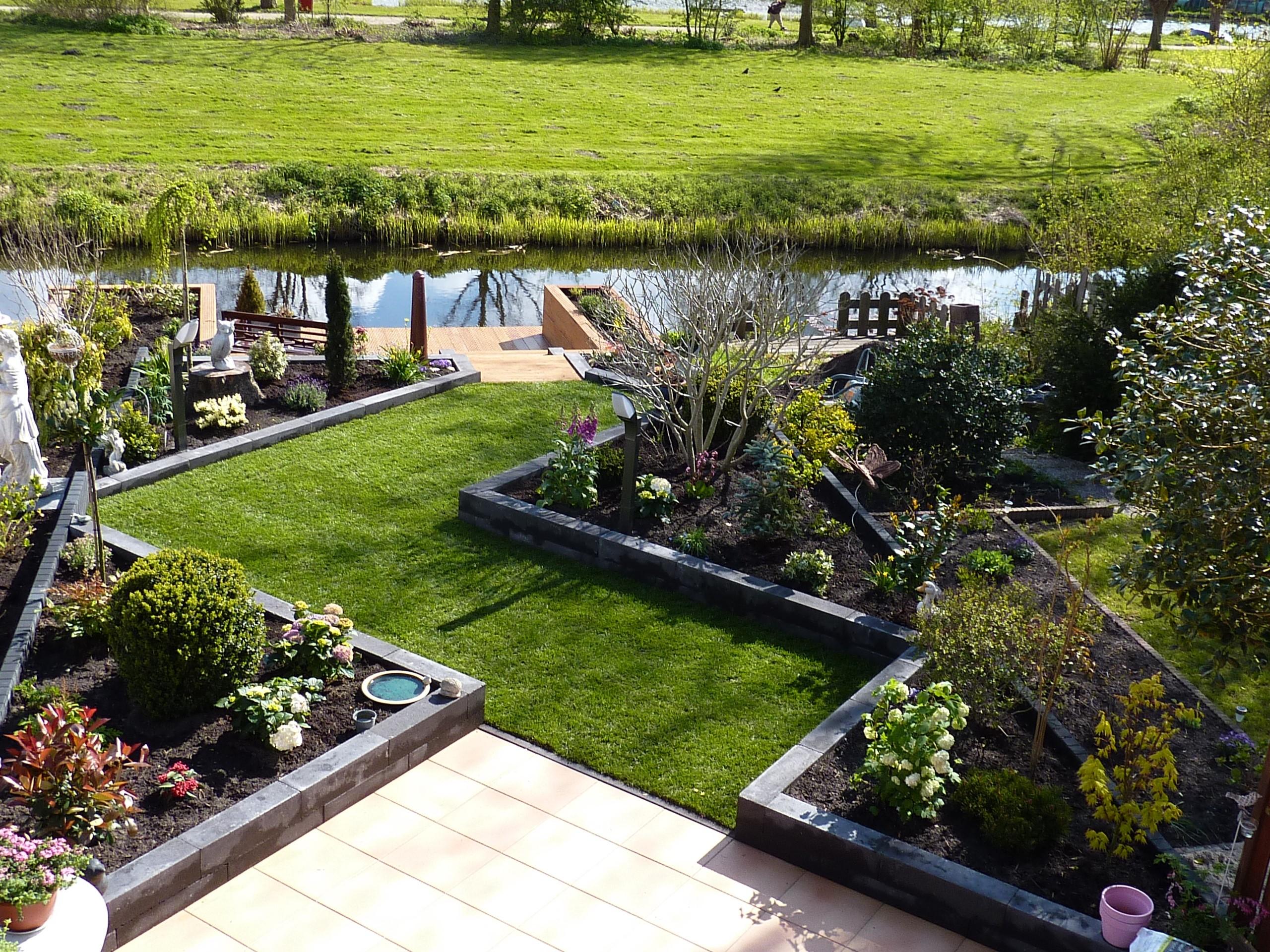 De diagonale tuin hoveniersbedrijf bergfeld tuinen hoorn for Tuin beplanten